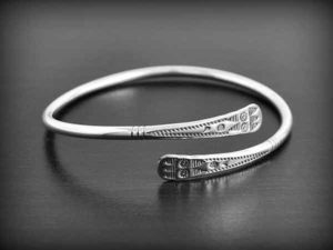 iron-bracelet