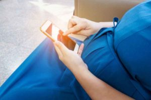 pregnant-lady-using-cellphone