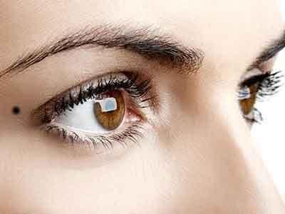 mole-on-eyes